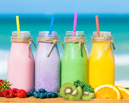 4 Smoothies saudáveis e práticos para os dias quentes
